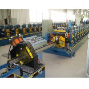 China Supermarket Upright Rack Roll Forming Machine Servo Following Cutting on sale