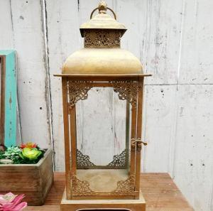 China Vintage Indoor Black Lantern Flameless LED Candles Vintage Gold Metal Glass Wholesale Moroccan Lantern wholesale