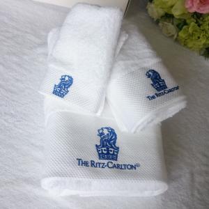 China 100% cotton custom embroidered logo white terry hotel bath towel set on sale