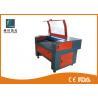 China Máquina de grabado del laser del CO2 de la materia textil de la tela 180w con la tabla de funcionamiento del panal wholesale
