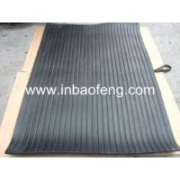 China Cattle Dairycattle Slat Mats , Embossed Top Surface Livestock Floor Mats wholesale