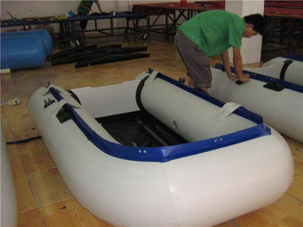 Quality New Design Inflatable Paddle Boat , Small Inflatable Sport Boats Wear Resistant for sale