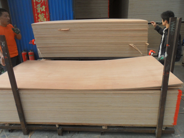Quality 2.2mm Hardwood Face Poplar Core Plywood for sale