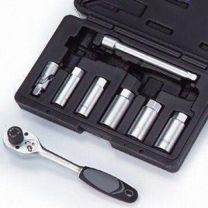 8-piece Torque Limited Ratchet and Spark Plug Socket Kit