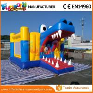 China Château sautant gonflable de videurs gonflables faits sur commande de requin avec 6m x 4m x 3m wholesale