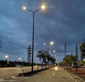 China Outdoor Aluminum Street Light Ip54 Cobra Head Street Lamp 1800k - 6500k on sale