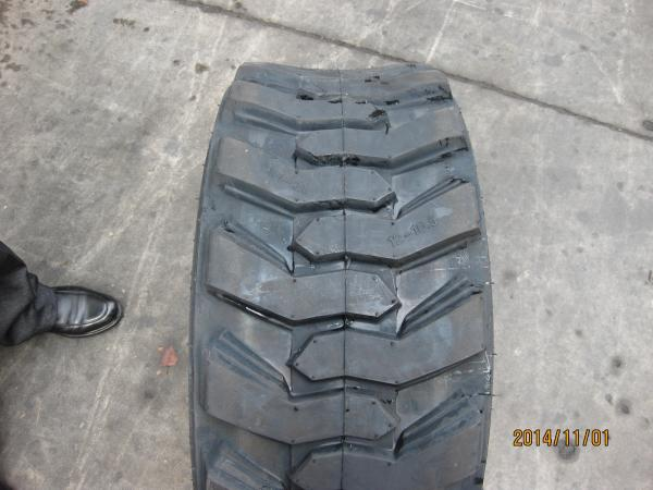 Best Selling Manufacturer Strong Style Color B Bobcat Skid Strong Steer Solid Tire