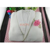 China Pure Cotton White Hospitality Bathrobes Velvet & Wffle Double Layer Hotel Spa Robes wholesale