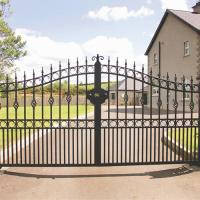 China Wrought Iron Automatic Swing Gate for driveways wholesale