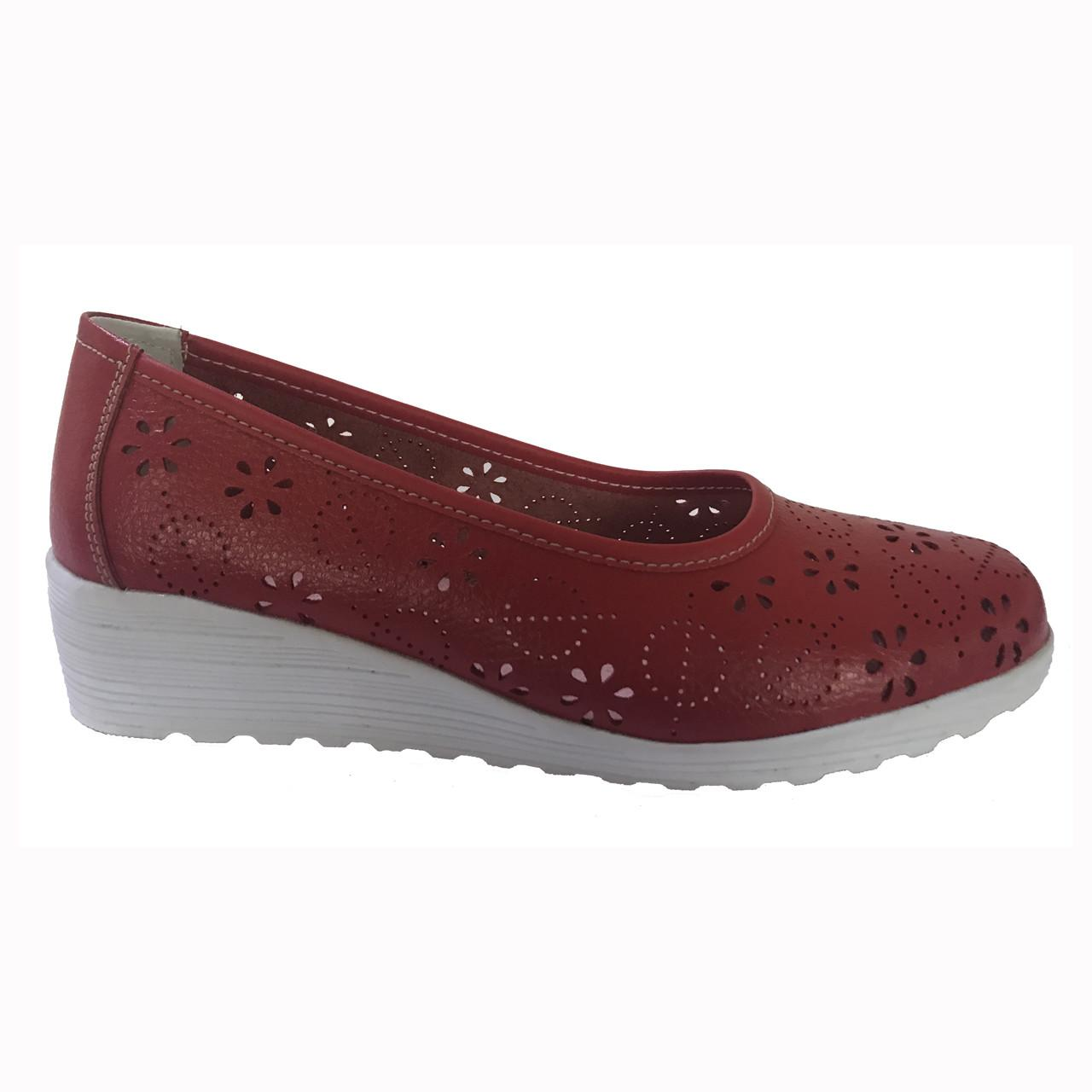 China Women genuine leather shoes lady fashion comfortable shoes carving leather on sale