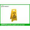China Желтая пластиковая доска знака предосторежения/портативный знак стоят Эко дружелюбные 62кс30км wholesale
