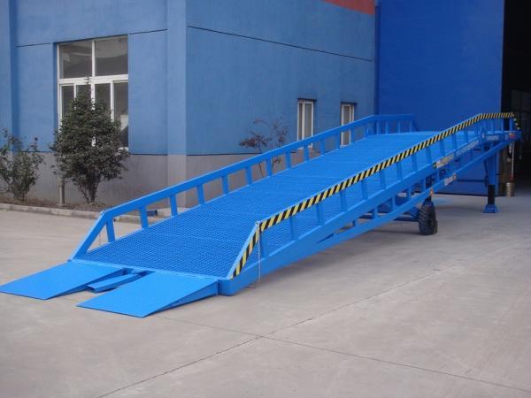 Quality Funcionamiento estable excelente de la elevación DCQY15-0.5 de los niveladores hidráulicos del embarcadero for sale