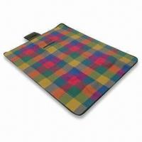 China Straw Camping Mat with Checkered Fleece Front and Waterproof Back, Customized Colors are Accepted wholesale
