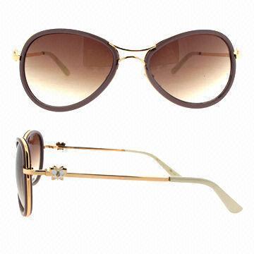 women in sunglasses  sunglasses on women