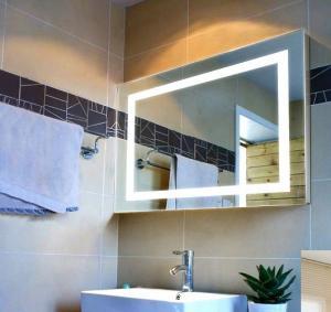 China modern fashion square bathroom mirror on sale