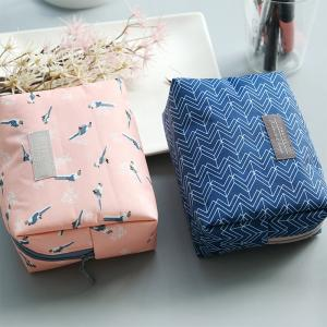 China Water Repellent Polyester Cosmetic Bag With Flower Patterns wholesale