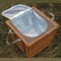China Wicker convenient wine bottle baskets with cooler bag on sale