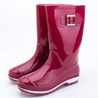 China PVC Red Rain Boots for Women with Buckle 2-tone Molded Outsole on sale